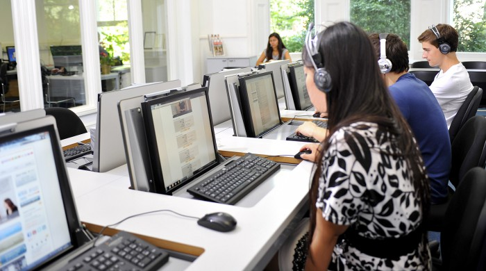 Aula informatica centro estudios Kensington Londres