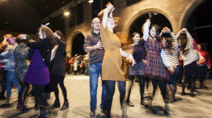 chicos bailando en edimburgo
