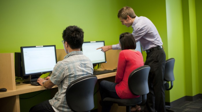 Sala de ordenadores en la escuela de San Francisco