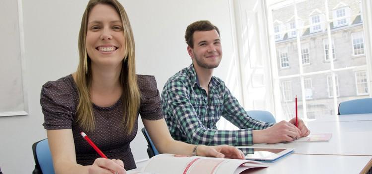 empresarios estudiando ingles en edimburgo
