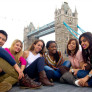 jovenes en london bridge
