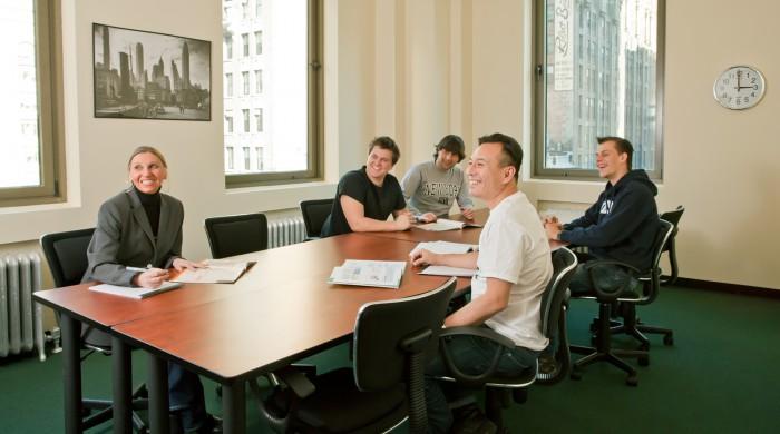 ejecutivos estudiando en Manhattan