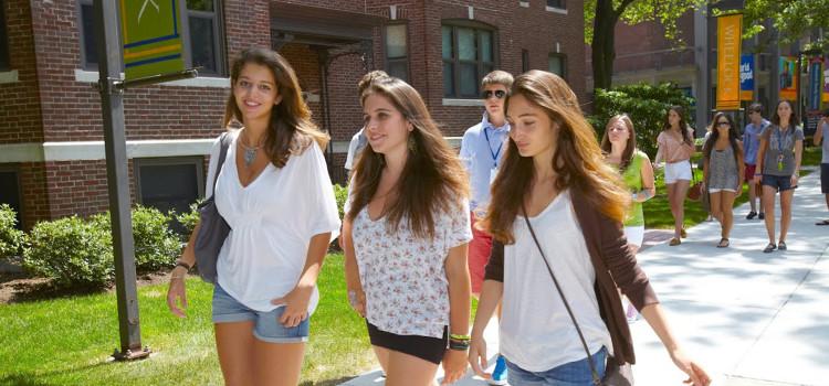 jovenes estudiando en boston