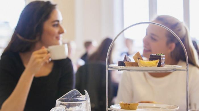 chicas desayunando edimburgo