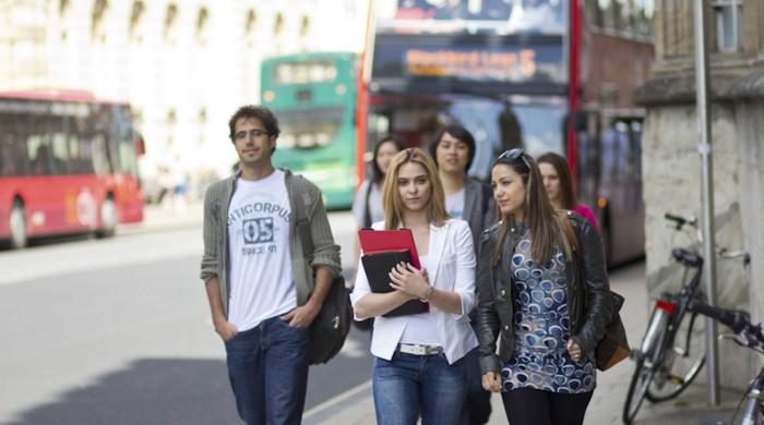 estudiantes en oxford