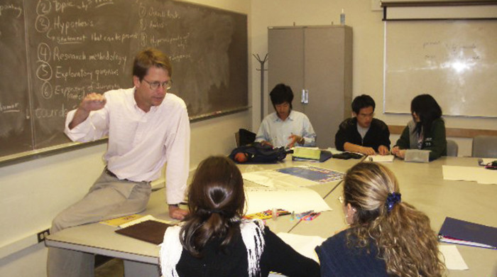 Profesor junto con alumnos