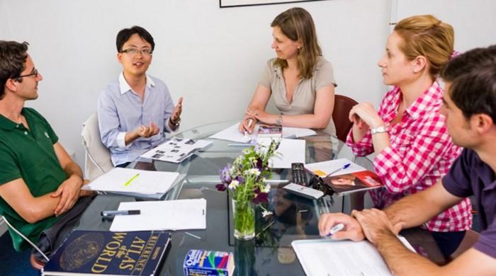 ejecutivos estudiando en oxford