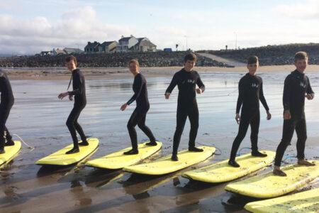 Año escolar y surf Irlanda